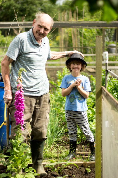 gardening with kids – foxgloves, fizzy pop and photos