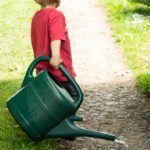 nipitinthebud.co.uk_toddler watering can spilling