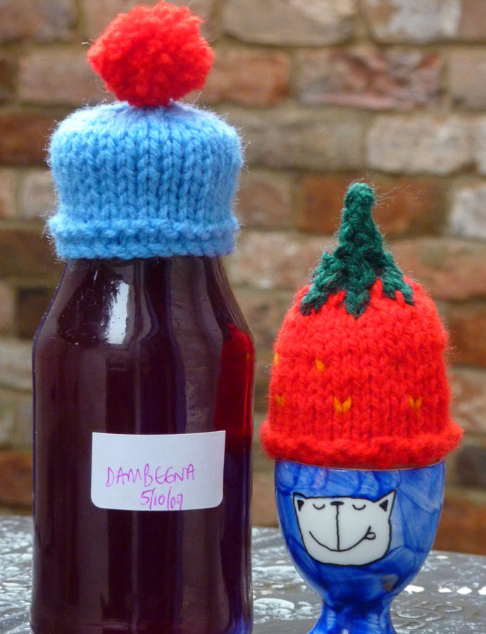 making an Innocent smoothie strawberry hat/egg cosy