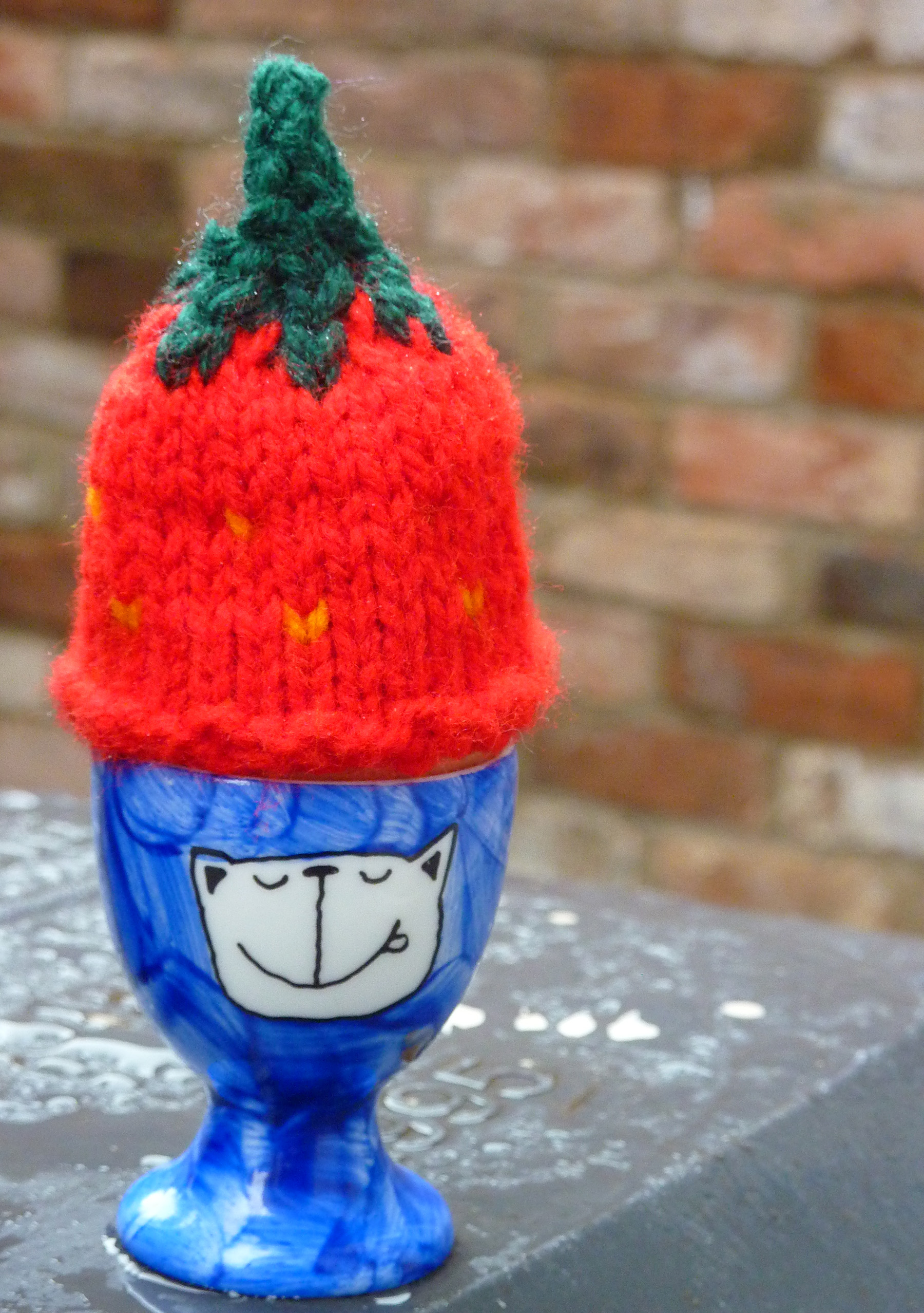 Big Knit - strawberry hat egg cosy