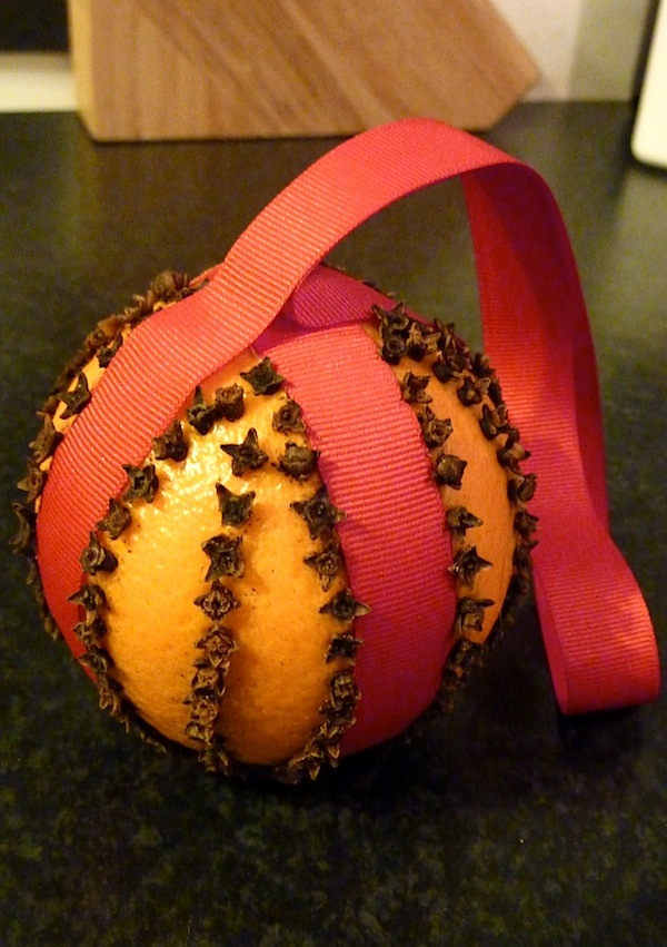 30-11-13 - orange and clove pomander 4B