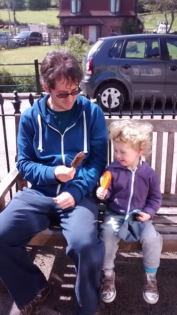 E and G with ice creams 4B