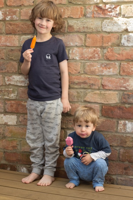 brothers eating ice lollies