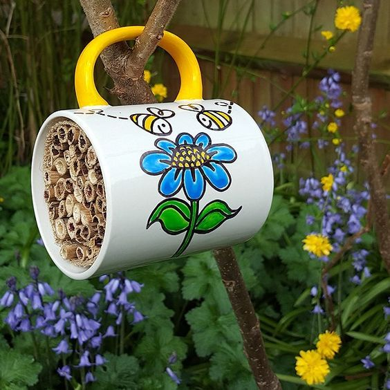 https://www.bakerross.co.uk/craft-ideas/kids/solitary-bees-hotel/