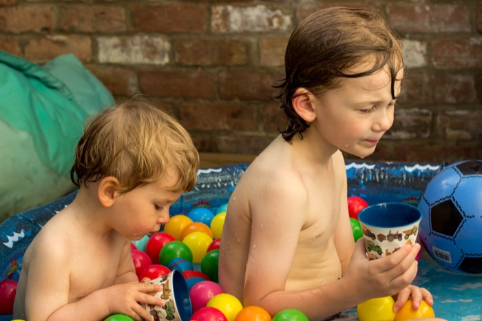 Best friend brothers in the paddling pool - nipitinthebud.co.uk-1-4